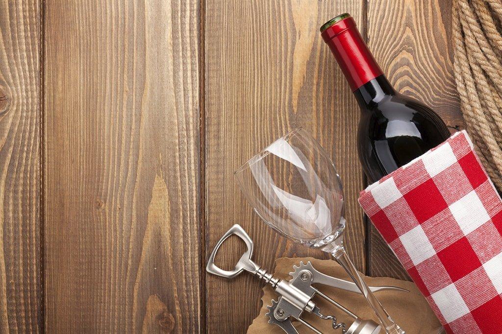 Бутылка вина, виски или коньяка