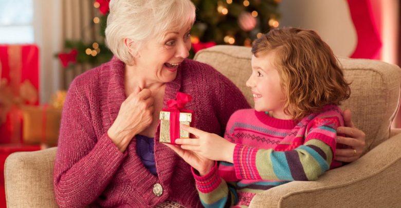 Что подарить бабушке на Новый год. ТОП 20 полезных подарков!