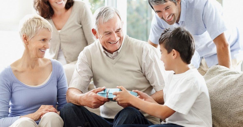 Что подарить дедушке на 23 февраля. 25 полезных подарков!