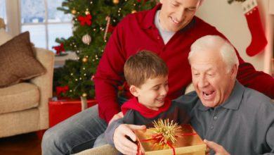 Что подарить дедушке на Новый год. 20 душевных и полезных подарков!
