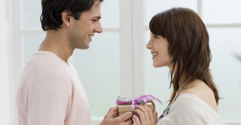 Что подарить любимой на 8 Марта. ТОП 25 романтичных подарков!