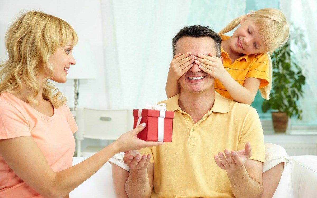 Что подарить папе на 23 февраля. 20 полезных подарков!