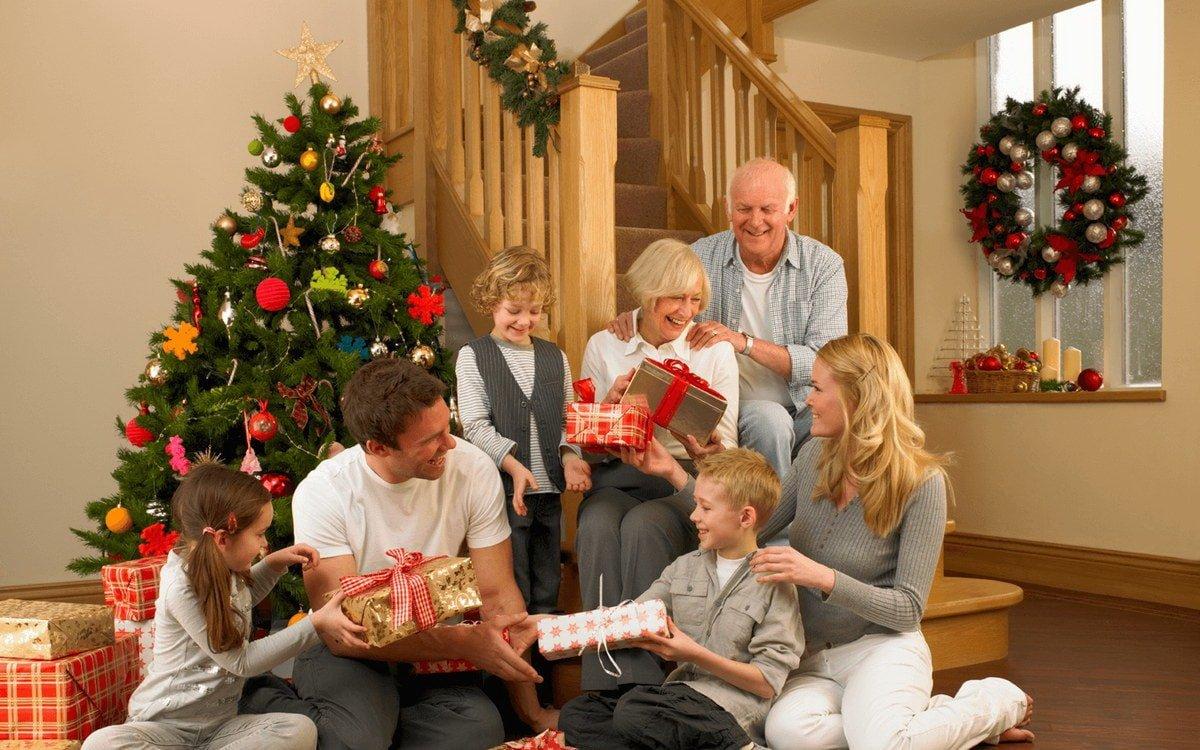 Что подарить родителям на Новый год. ТОП 20 оригинальных и полезных подарков