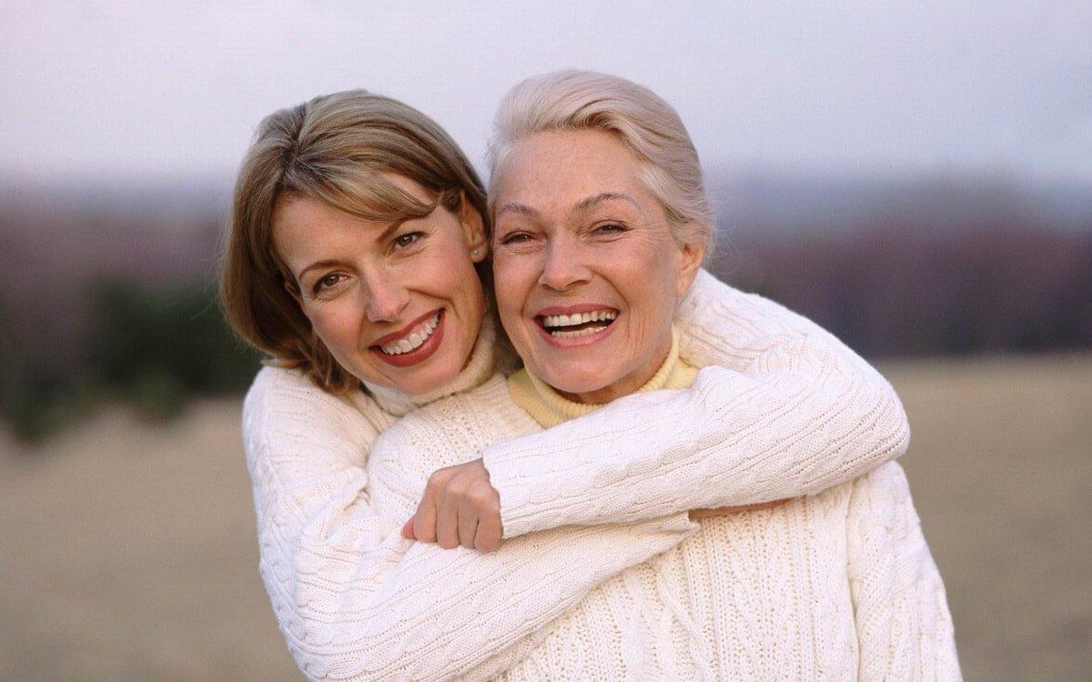 Что подарить женщине на 60 лет. 20 универсальных вариантов!