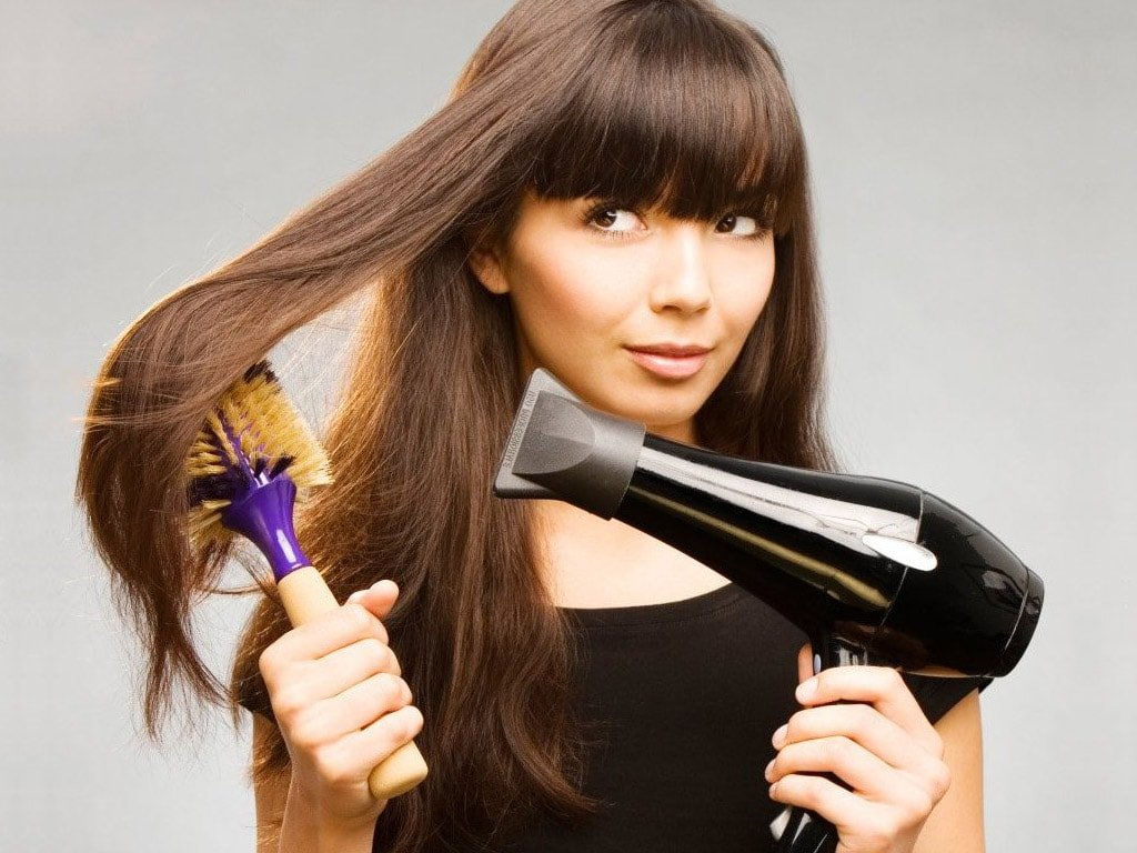 Качественный фен или плойка для выпрямления волос