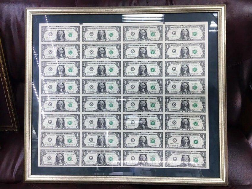 Коллекционный лист настоящих неразрезанных долларов