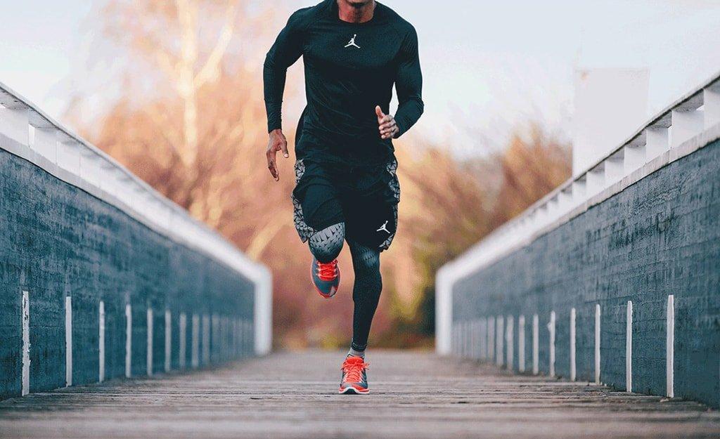 Кроссовки для бега и фитнес-трекер-min