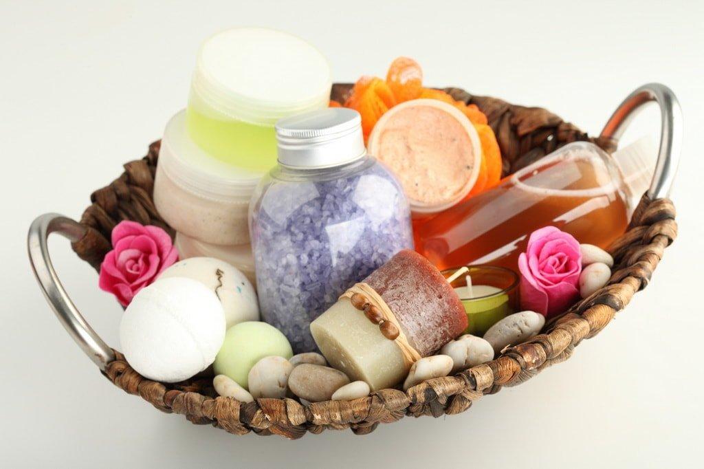 Наборы, состоящие из мыла, геля и шампуня