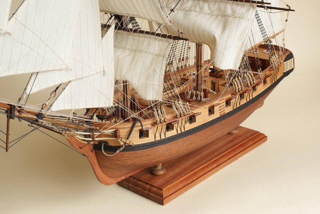 Настольная модель корабля