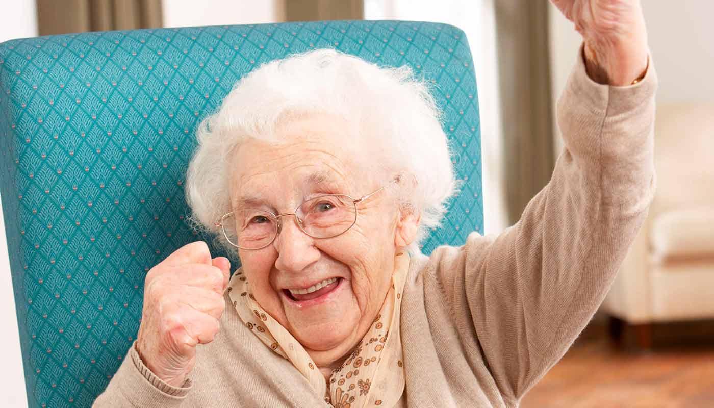 Что подарить бабушке на 90 лет - ТОП 30