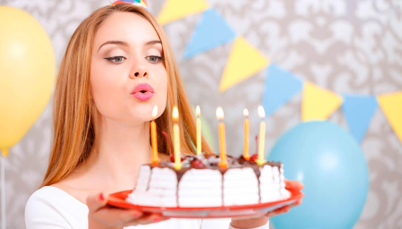 Что подарить девушке на 18 лет - ТОП 30