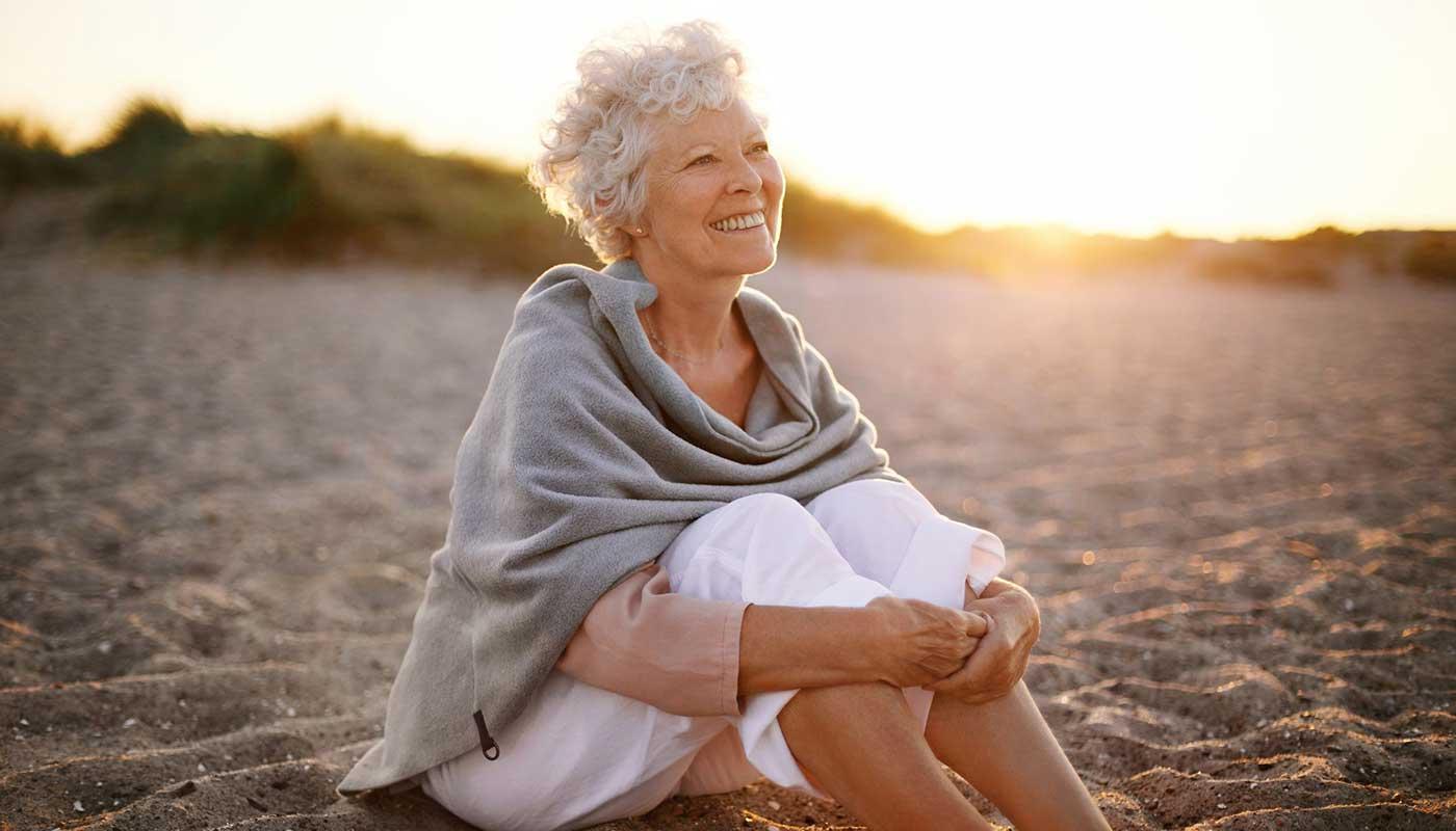 Что подарить женщине на 70 лет - ТОП 30